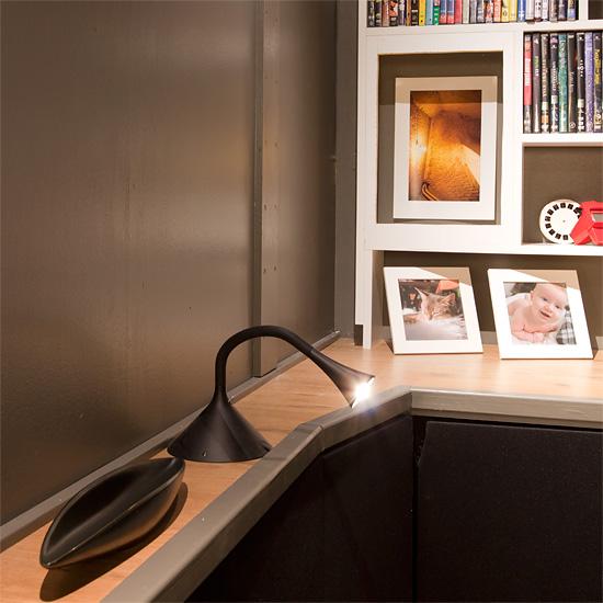 Huoneen valaistus hoituu lähes aina seitsemällä 2,5-wattisella Philips Ledino -valaisimella. Ledinot ovat väritoistoltaan edelleen parhaita LED-valaisimia ja pienitehoisten valaisimien hukkalämmön tuotto on olematonta.